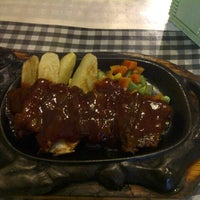 Photo taken at Obonk Steak & Ribs by windy f. on 8/25/2012