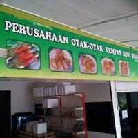 Photo taken at Perusahaan Otak-otak Kempas Sdn Bhd by WJUNK934 on 2/29/2012