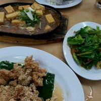 Photo taken at 旺角 Seafood Restaurant by Theen F. on 6/13/2012