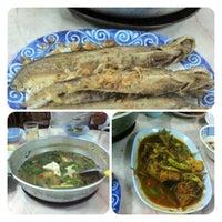 Photo taken at Pla Yai Restaurant by nichakorn W. on 3/11/2012