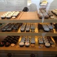 Photo taken at Sprinkles Cupcakes by Rodrigo G. on 9/4/2012