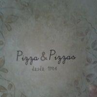 Photo taken at Pizza & Pizzas by Viviane A. on 4/24/2012