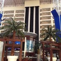 Photo taken at Renaissance Orlando at SeaWorld® by Guilherme T. on 3/17/2012