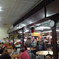 Photo taken at Heng Kee Bak Kut Teh 兴记肉骨茶 by Elvin S. on 5/9/2012