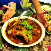 Photo taken at Restoran Kari Kepala Ikan SG by Fhan F. on 8/26/2012