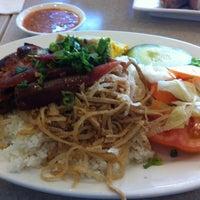 Photo taken at Thuan Kieu Com Tam by Van on 4/26/2012