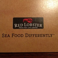 Photo taken at Red Lobster by Willian L. on 8/10/2012