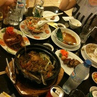 Photo taken at Hoằng Long Restaurant by Thuy P. on 7/12/2012