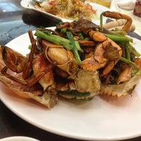 Photo taken at Chuk Yuen Seafood Restaurant 竹園海鮮飯店 by Carlos P. on 6/5/2012