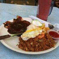 Photo taken at Restoran Murni Discovery by Luqman H. on 7/31/2012