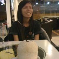 Photo taken at Cafe F1 by Bình Bu B. on 4/13/2012