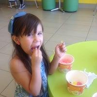 Photo taken at Tutti Frutti Frozen Yogurt by Veronica B. on 8/11/2012