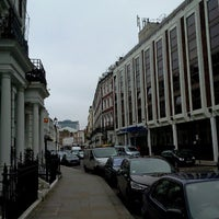 Photo taken at Shaftesbury Kensington by Noelle L. on 5/21/2012
