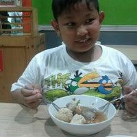 Photo taken at Bakso Bakwan Malang (BBM) OKE by Muhamad Andriansyah on 3/5/2012