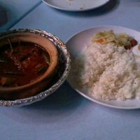 Photo taken at Asam Pedas Claypot, Jalan Salleh, Muar by shazreena s. on 4/13/2012