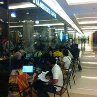 Photo taken at Starbucks by Teng F. on 7/28/2012