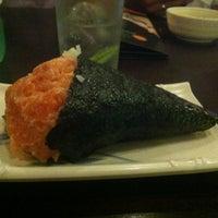 Photo taken at Sushi Temakeria Doo Doo by Felipe A. on 3/2/2012