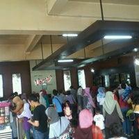 Photo taken at Roti Unyil Venus by hamzah b. on 6/26/2012