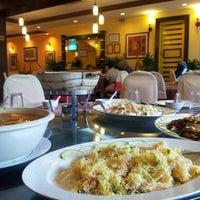 Photo taken at New Horizon Garden Restaurant by awek justingbelimbing on 7/13/2012