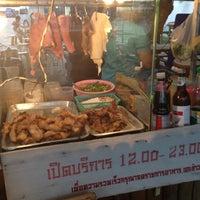 Photo taken at ลาบชาววัง by 🔱🌹Nilë🎊Vïvä🌹🔱 on 5/10/2012