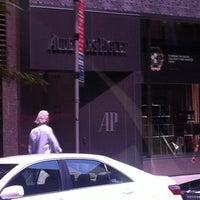 Photo prise au Audemars Piguet Boutique par Roy T. le8/17/2012
