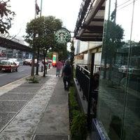 Photo taken at Starbucks by Jesús Eduardo on 8/8/2012