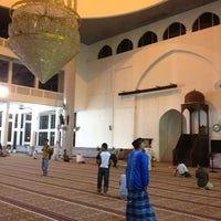 Photo taken at Masjid Sultan Ismail by Muhammad Aizi M. on 8/7/2012