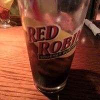 Photo taken at Red Robin Gourmet Burgers by Rafael R. on 7/12/2012