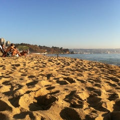 Photo taken at Sector 3 - Playa Reñaca by Gonzalo V. on 3/17/2012