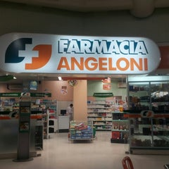 Photo taken at Farmácia Angeloni by Lesther S. on 7/19/2012