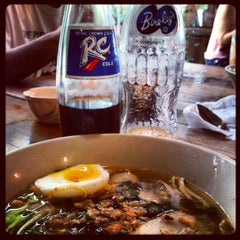 Photo taken at ก๋วยเตี๋ยวไข่ย้อนยุค by pakpong s. on 8/12/2012