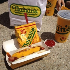 Photo taken at Nathan's Famous by Glafira Elena C. on 5/11/2012