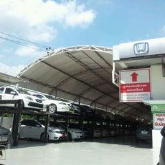 Photo taken at Wong Honda Cars (วอง ฮอนด้าคาร์ส์) by Jeablak R. on 5/19/2012