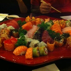 Photo taken at Sushi Temakeria Doo Doo by Monique R. on 9/8/2012