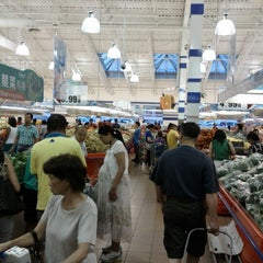 Photo taken at Foody Mart Supermarket 豐泰超級市場 by Christopher L. on 7/7/2012