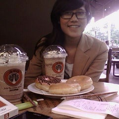 Photo taken at J.Co Donuts & Coffee by Edho D. on 2/28/2012
