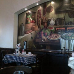 Photo taken at Italianni's by Carlos R. on 8/9/2012