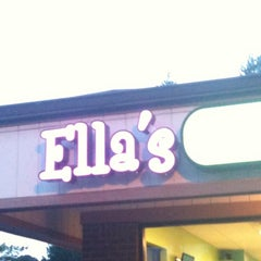 Photo taken at Ella's Frozen Yogurt by Joshua O. on 6/17/2012