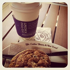Photo taken at The Coffee Bean & Tea Leaf® by Manny C. on 8/20/2012