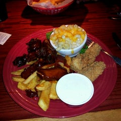 Photo taken at Red Robin Gourmet Burgers by Danthaniel C. on 4/24/2012