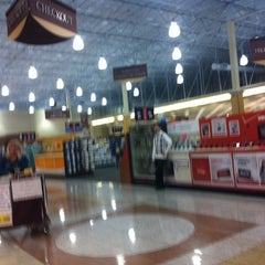 Photo taken at Fry's Electronics by Cassio K. on 3/2/2012