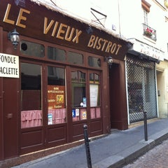 Photo taken at Le Vieux Bistrot by 5 B. on 10/22/2011