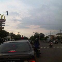 Photo taken at Perempatan Yakaya by Denny K. on 1/14/2012