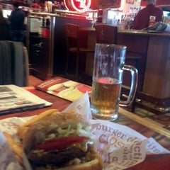 Photo taken at Red Robin Gourmet Burgers by Brian K. on 9/23/2011