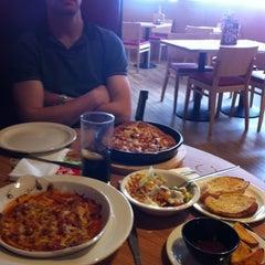 Photo taken at Pizza Hut by Elen Y. on 3/23/2012