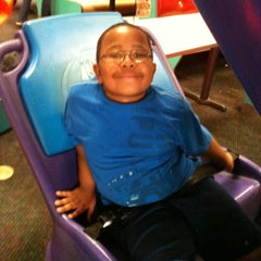 Photo taken at Chuck E. Cheese's by James H. on 7/20/2011