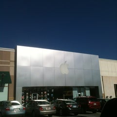 Photo taken at Apple Store, Friendly Center by North Carolina on 6/15/2012