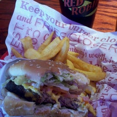 Photo taken at Red Robin Gourmet Burgers by Jessica B. on 8/4/2012