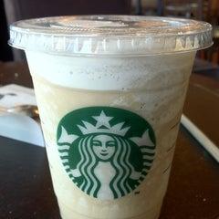 Photo taken at Starbucks Coffee by Mariela S. on 8/26/2011