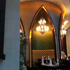 Photo taken at Al Hallab Restaurant by Mohameed A. on 5/14/2011